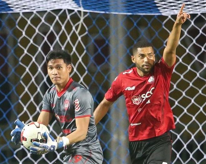 Van Lam du bi chua ro ly do o Muangthong United hinh anh 1 somporn_yos.jpg