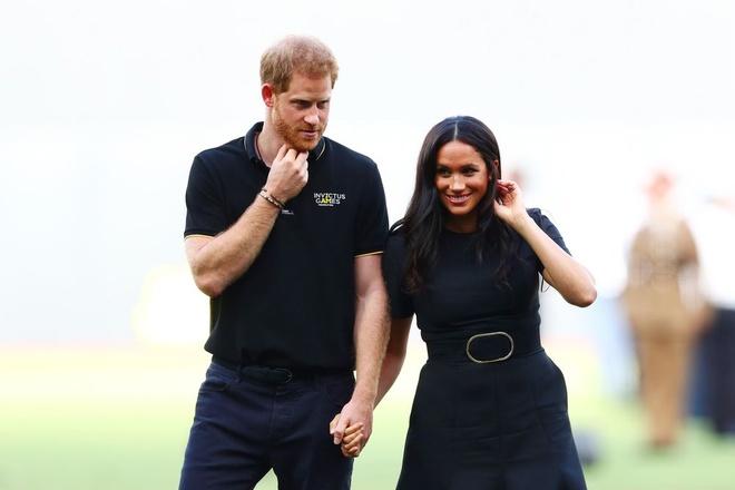 Rời hoàng gia Anh, vợ chồng Hoàng tử Harry vẫn sẽ kiếm tiền bộn tiền