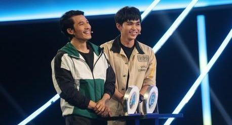 Jun Pham om chat Lien Binh Phat khi thang 105 trieu dong o game show hinh anh