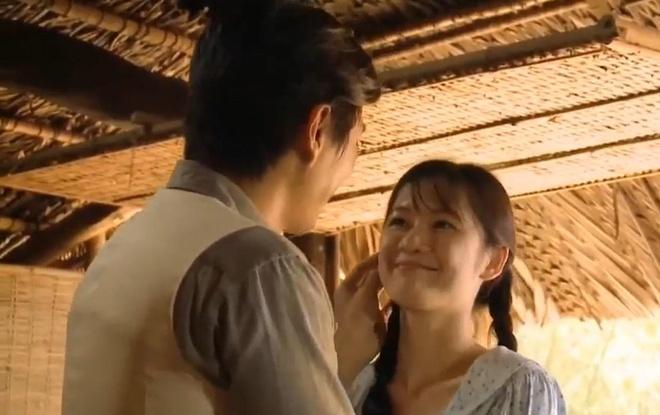 'Tieng set trong mua': Thanh Binh cau hon em gai cung me khac cha hinh anh