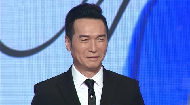 Nguyen Hung giu phong do khi hat 'Chi rieng minh ta' sau 20 nam hinh anh