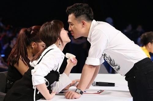 Tran Thanh, Hari Won au yem o hau truong game show hinh anh