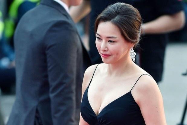 Honey Lee - hoa hậu quốc dân bị quay lưng vì một tấm ảnh - Sao Châu Á