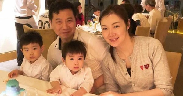 hoa hau hong kong 2005 sinh con anh 2