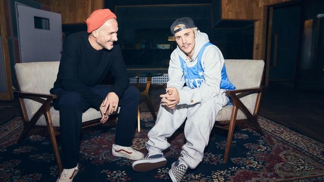 Justin Bieber trả lời phỏng vấn.