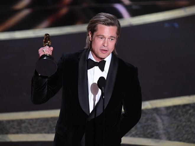 Brad Pitt di dao sau khi bi Tong thong Donald Trump 'da xeo' hinh anh 3 3.jpg