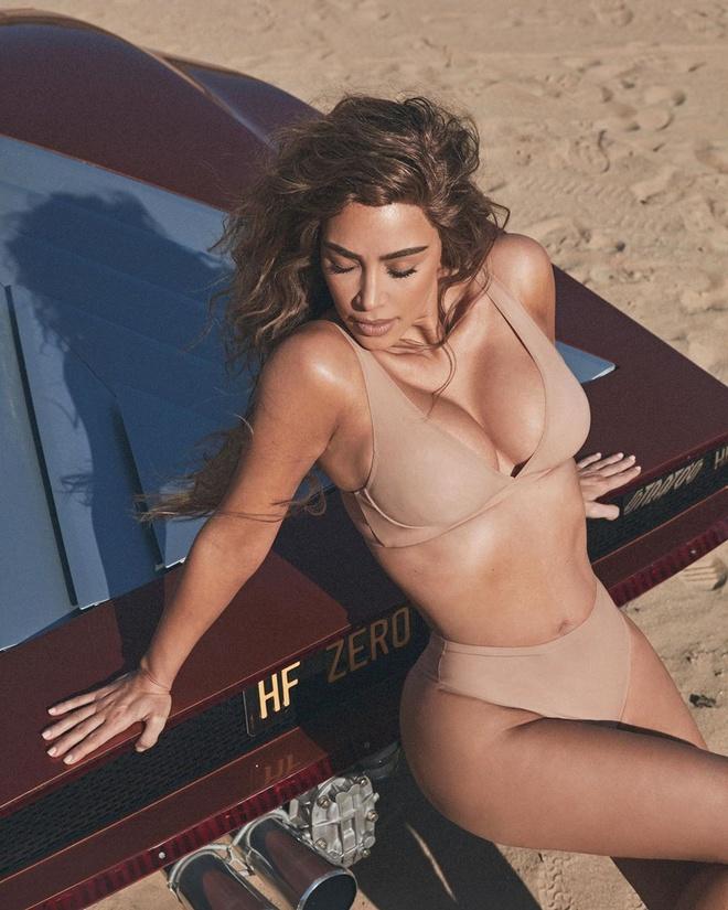 Kim Kardashian khoe dang goi cam voi bikini mau nude hinh anh 1 31.jpg