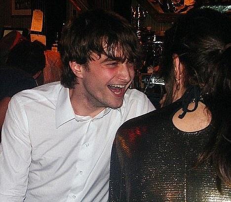 Daniel Radcliffe: 'Harry Potter da bien toi thanh ke nghien ruou' hinh anh 2 2.jpg