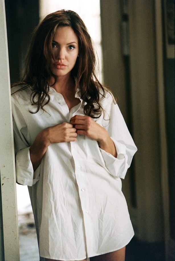 Angelina Jolie khong mac noi y de quyen ru Brad Pitt khi dong chung hinh anh 2 30.jpg