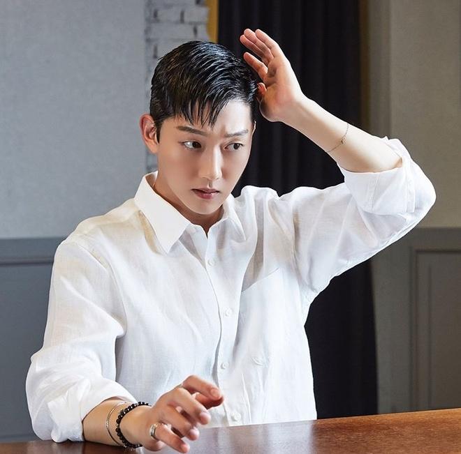 Choi Jong Bum ra toa anh 2