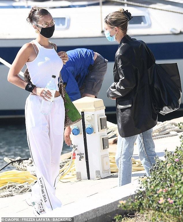 Hailey Bieber va Bella Hadid anh 13