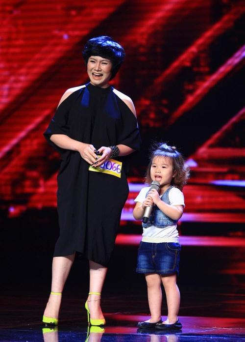 Thu Phuong khong muon mang danh vo cu Thanh Trung hinh anh 1 Thu Phượng và con gái trong đêm thi X Factor.