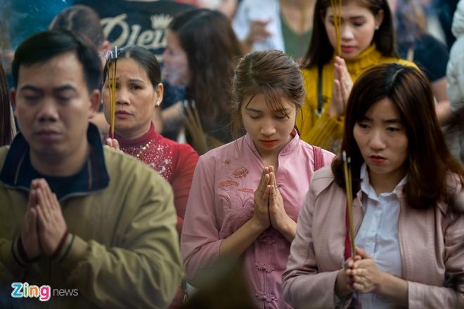 Thanh thoi di 'vay va xin' loc o den Ba Chua Kho hinh anh