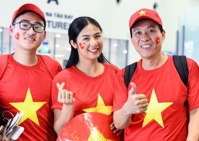 Hoa hau Ngoc Han cung CDV len duong co vu tuyen Viet Nam hinh anh