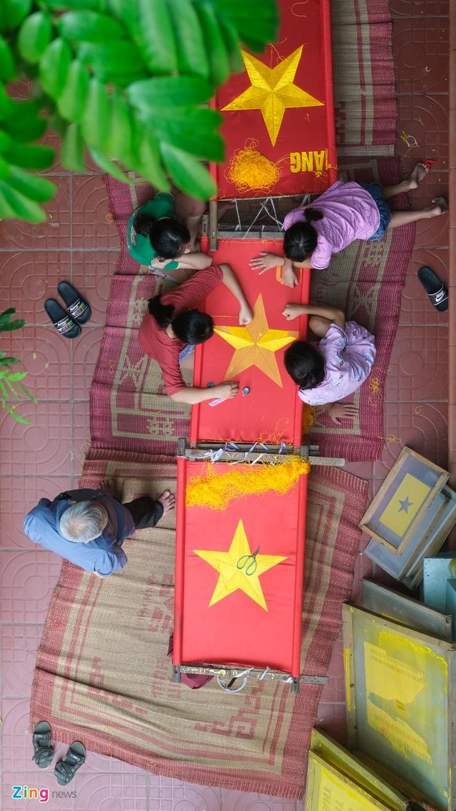 15 năm thêu cờ Tổ quốc của cô gái 23 tuổi