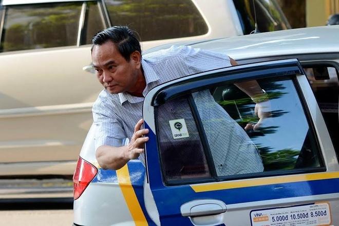 Thu truong Tai chinh thoai mai khi di lam bang taxi hinh anh 2