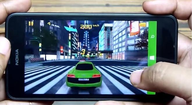 Thử nghiệm cho thấy Asphalt 8: Airborne chạy rất mượt trên Nokia Lumia 630 mà không hề có hiện tượng lag, giật.