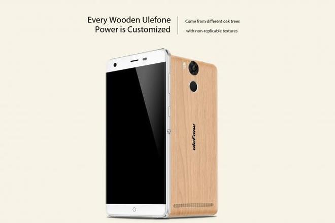 Khach hang hao huc cho mua smartphone Ule Power hinh anh 1