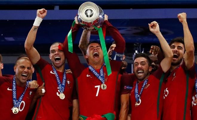Cristiano Ronaldo: Tham vong nuoi duong mot huyen thoai hinh anh 2