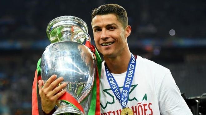 Cristiano Ronaldo: Tham vong nuoi duong mot huyen thoai hinh anh