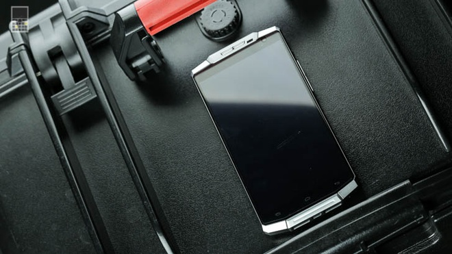 Smartphone OUVI 10000: Pin dung trong mot tuan hinh anh 3