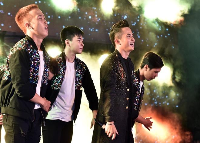 'Hot boy keo keo' gianh chien thang tai Huda Central's Top Talent hinh anh
