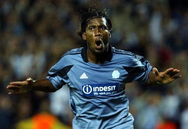 Drogba duoc binh chon la chan sut hay nhat Ligue 1 trong 20 nam qua anh 1