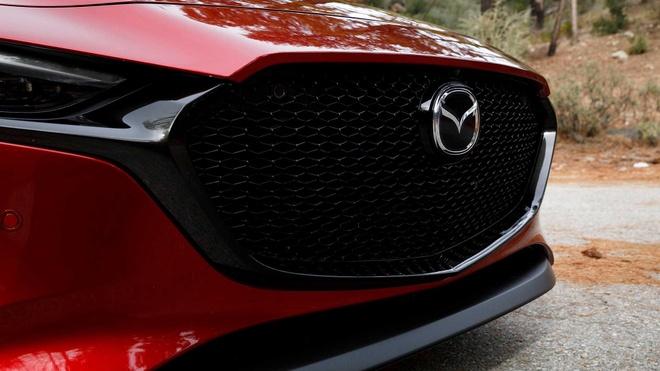 Dung dong co SkyActiv-X moi, Mazda3 moi tang gia 25% hinh anh 2