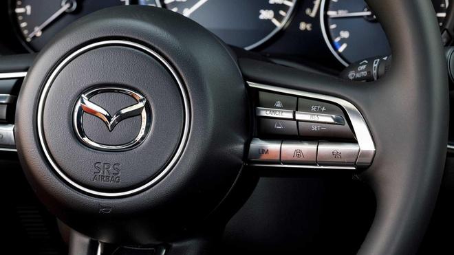 Dung dong co SkyActiv-X moi, Mazda3 moi tang gia 25% hinh anh 4