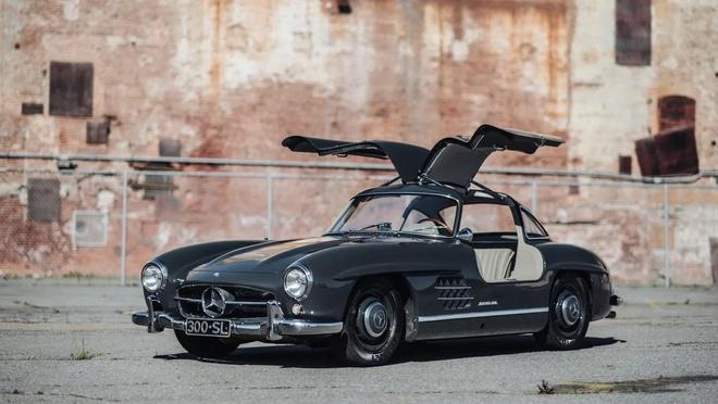 Xe cổ Mercedes 300SL Gullwing đời 1956 giá 'số đẹp' 1.234.567 USD