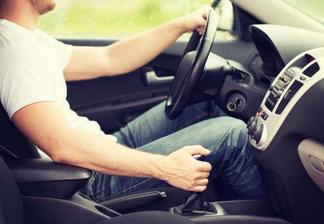 Trượt bằng lái vì học xe số tự động nhưng lại thi số sàn
