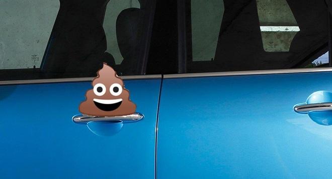 Hàng loạt xe sang ở Mỹ bị bôi phân vào cánh cửa