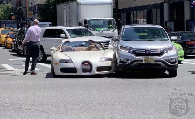 Va cham nhe voi Honda CR-V, chu xe Bugatti moi tinh mat 200.000 USD hinh anh 1