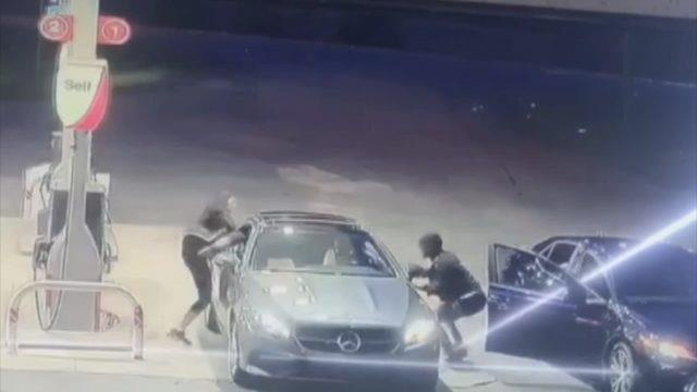 Nu tai xe Mercedes phi than duoi trom hinh anh