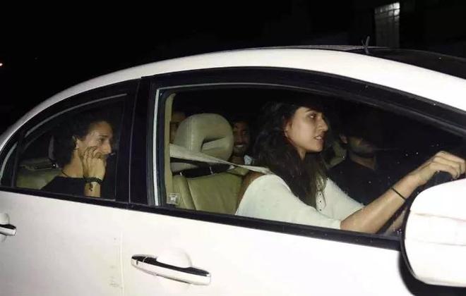 sao nu Bollywood dung xe gi anh 3