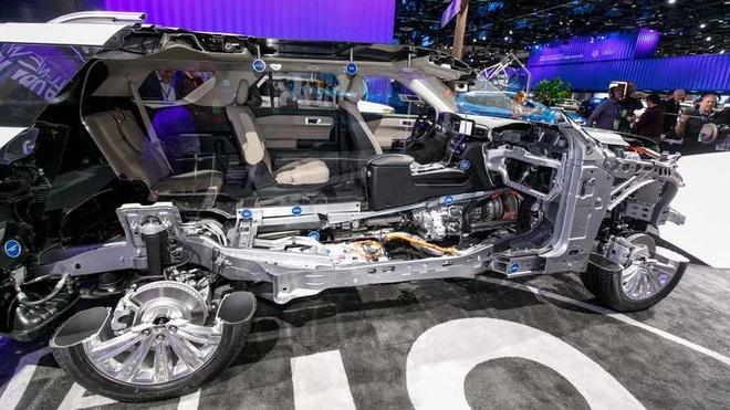 So gia cao, Ford khong dung khung gam nhom cho Explorer 2020 hinh anh 2