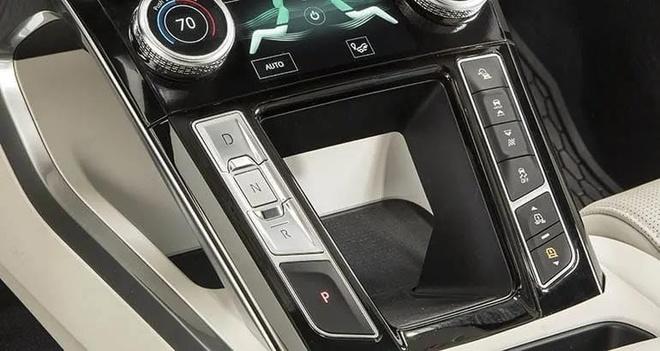 Jaguar thuong 3.000 USD cho khach hang chiu tu bo xe Tesla hinh anh 4