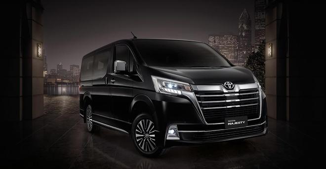 Toyota ra mắt Majesty mới, minivan hạng sang rẻ hơn Alphard