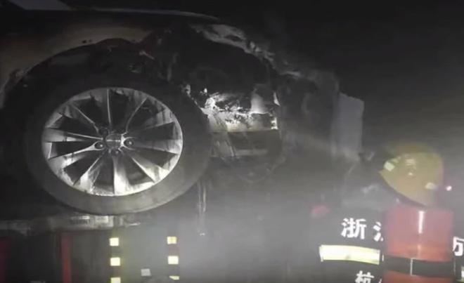 Tesla Model S boc chay anh 2