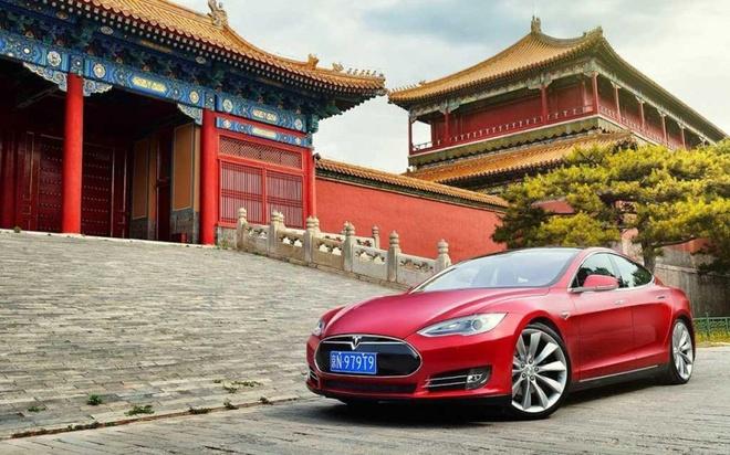 Trung Quốc bất ngờ miễn thuế, xe điện Tesla giảm giá gần 14.000 USD