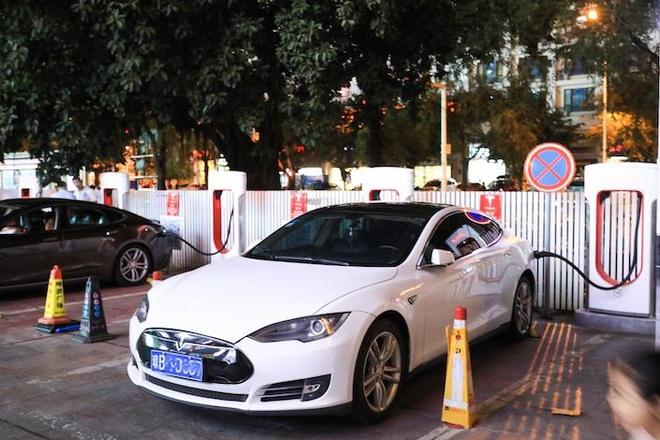 xe dien Tesla giam gia manh tai Trung Quoc anh 6