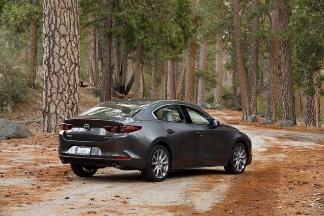 Mazda 3 2020 them trang bi an toan chu dong, ke ca ban tieu chuan hinh anh 2