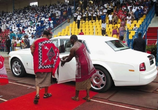 Vua chau Phi mua cung luc 19 xe sieu sang Rolls-Royce tang vo con hinh anh 3
