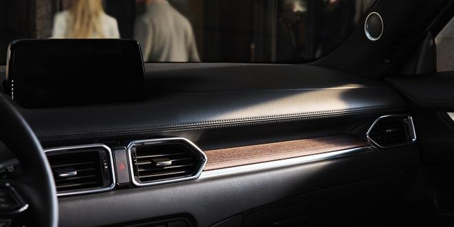 Danh gia Mazda CX-5 2020 - hoi chat choi, nhieu tinh nang, gia hop ly hinh anh 18 2020_mazda_cx_5_signature_wood_layered_trim.jpg