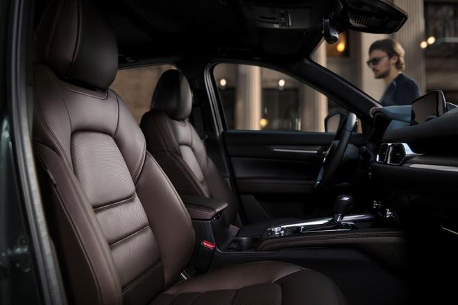 Danh gia Mazda CX-5 2020 - hoi chat choi, nhieu tinh nang, gia hop ly hinh anh 10 front_seats_carbuzz_661669_1600.jpg