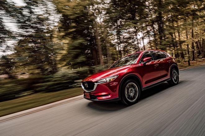 Danh gia Mazda CX-5 2020 - hoi chat choi, nhieu tinh nang, gia hop ly hinh anh 14 front_view_driving_carbuzz_661685_1600.jpg