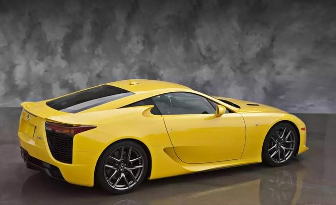 Lexus ban xe khong con san xuat 8 nam, thu ve ca trieu USD hinh anh 4 2010_lexus_lf_a_3_1600x01.jpg