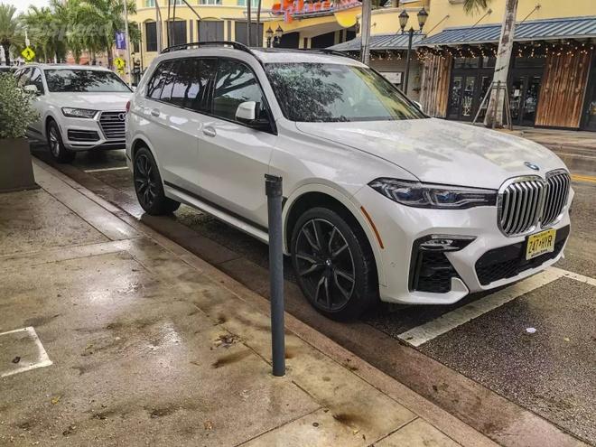 Danh gia BMW X7 2020 – dung chat SUV hang sang nuoc Duc hinh anh 38 bmw_x7_driven_37_1600x0.jpg