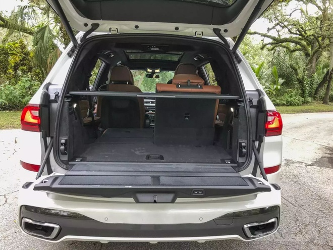Danh gia BMW X7 2020 – dung chat SUV hang sang nuoc Duc hinh anh 42 bmw_x7_driven_76_1600x0_1.jpg