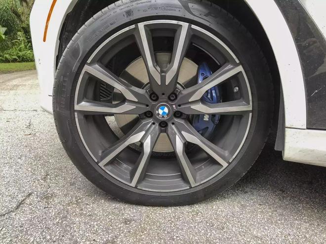 Danh gia BMW X7 2020 – dung chat SUV hang sang nuoc Duc hinh anh 28 bmw_x7_driven_94_1600x0.jpg